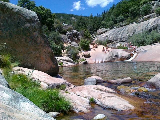 Piscina natural para el verano para beb s ni os y j venes for Las presillas piscinas naturales de rascafria