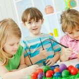Taller para decorar huevos de Pascua con niños