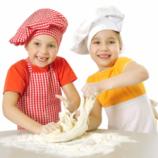 Taller de cocina para niños, brocheta de frutas chocolateada