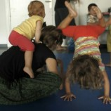 Experimentar con el bebé materiales, espacio, ritmo y más.